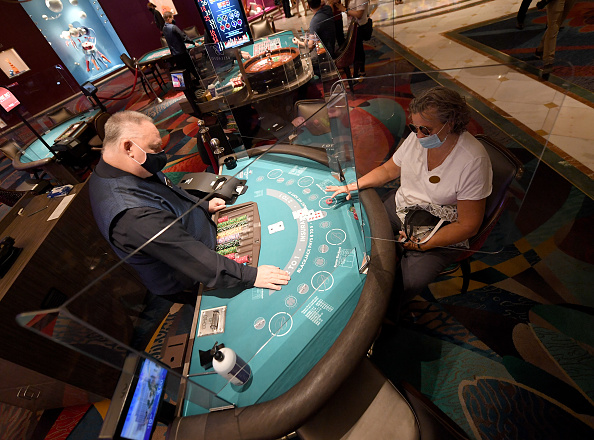 Las Vegas「Nevada Casinos Reopen For Business After Closure For Coronavirus Pandemic」:写真・画像(19)[壁紙.com]