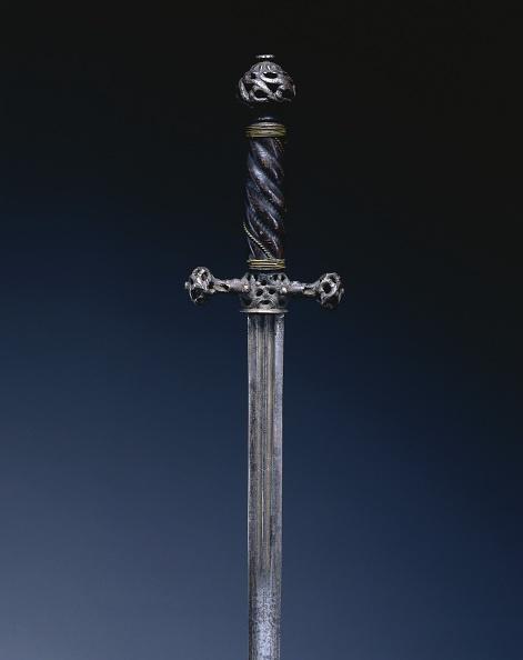 Pierced「Pillow Sword」:写真・画像(11)[壁紙.com]