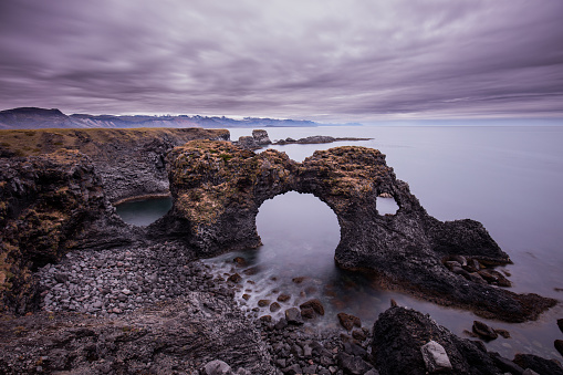 Arnarstapi「Arch Rock and coastline at Arnarstapi, Iceland.」:スマホ壁紙(3)