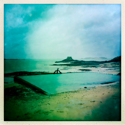 Auto Post Production Filter「French cloudy beach with a sea pool at St-Malo」:スマホ壁紙(15)