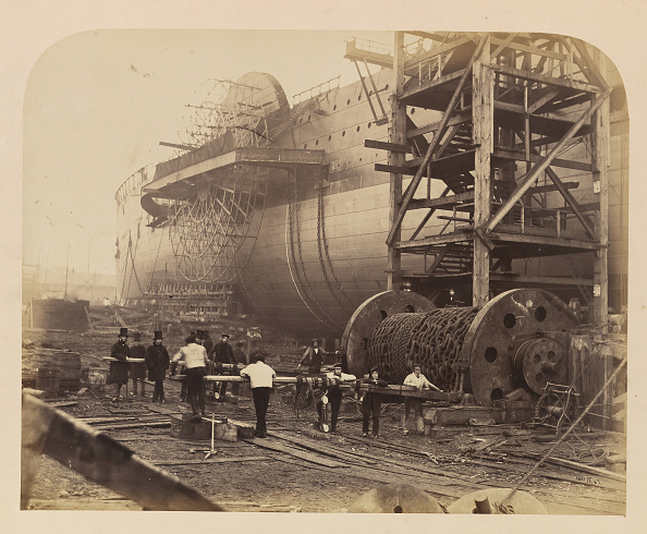 """Passenger Craft「Men At Work Beside The Launching Chains Of The """"Great Eastern」:写真・画像(1)[壁紙.com]"""