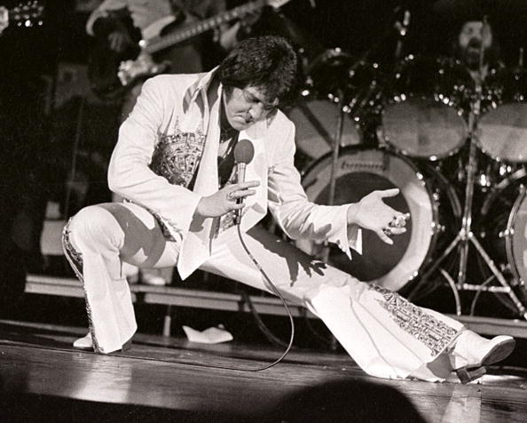 Performance「Elvis Presley」:写真・画像(3)[壁紙.com]