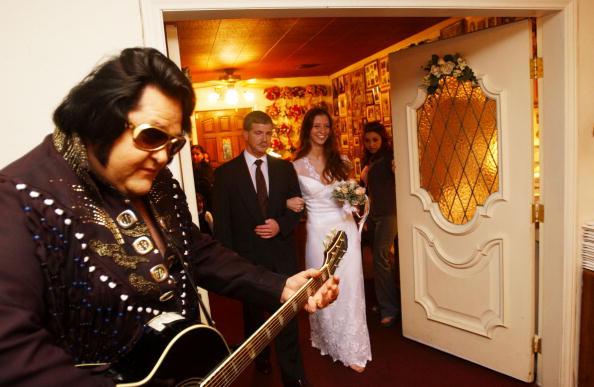 Chapel「Las Vegas Wedding In Graceland Chapel」:写真・画像(3)[壁紙.com]