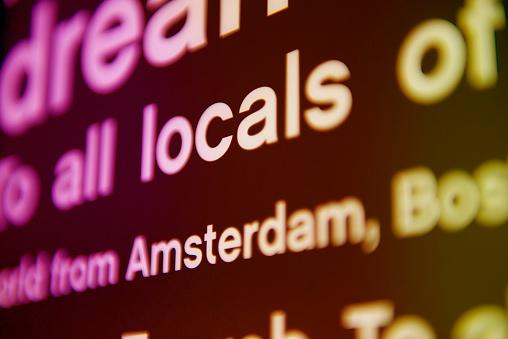 英字「locals in Amsterdam」:スマホ壁紙(19)