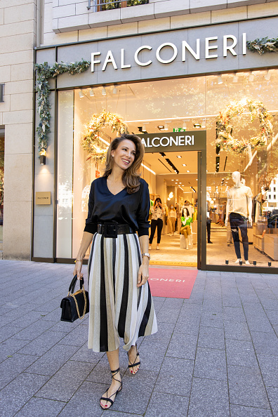 Scooped Neck「Store Opening Falconeri In Dusseldorf」:写真・画像(2)[壁紙.com]