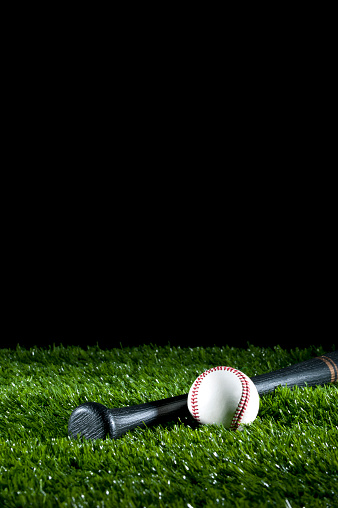 野球「野球バット、草の上で、」:スマホ壁紙(14)