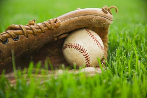 Protective Glove「Baseball and mitt laying on grass」:スマホ壁紙(6)