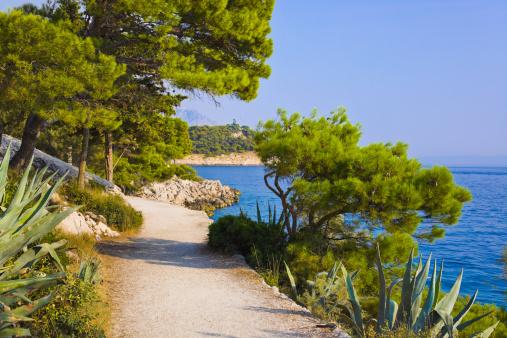 アドリア海「Pathway at Makarska, Croatia」:スマホ壁紙(17)