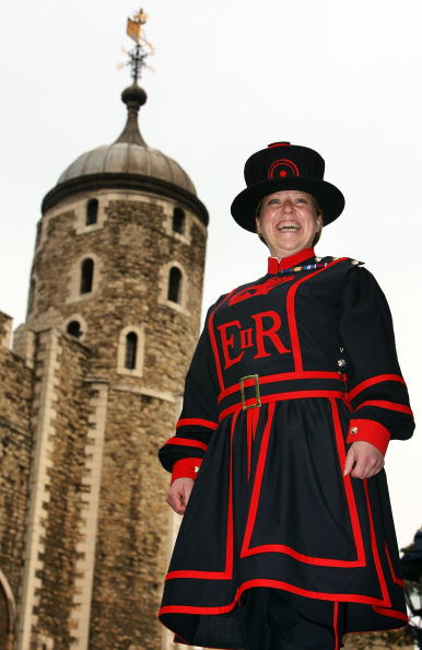 Protection「First Female Yeoman Warder Begins Her New Job」:写真・画像(15)[壁紙.com]