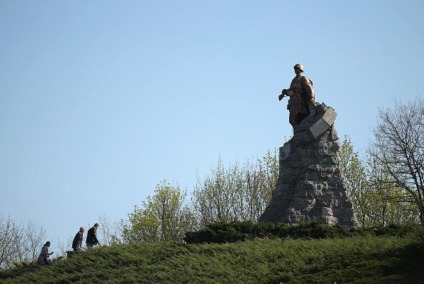 像「War Cemeteries Testify To Final Battles Of WW2」:写真・画像(17)[壁紙.com]