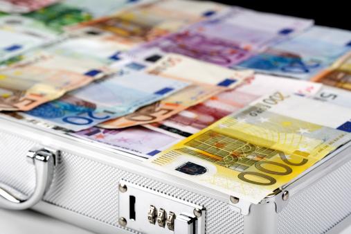 Briefcase「Euro bank notes in case, close-up」:スマホ壁紙(4)