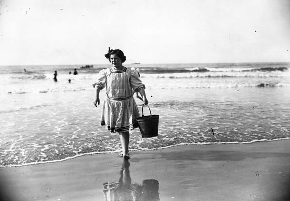 20th Century「Bathing Hut Attendant」:写真・画像(0)[壁紙.com]