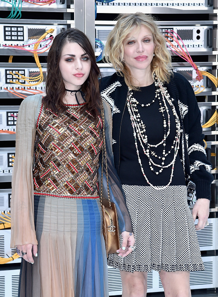 Courtney Love「Chanel : Front Row  - Paris Fashion Week Womenswear Spring/Summer 2017」:写真・画像(0)[壁紙.com]