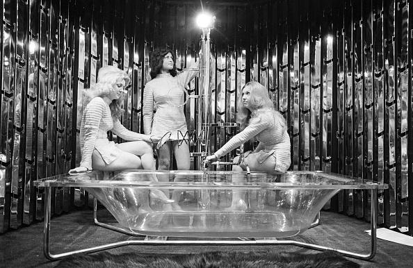 インテリア「See-Through Bath」:写真・画像(2)[壁紙.com]