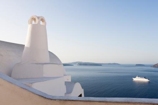 Aegean Sea「Greece, Cyclades, Thira, Santorini, Oia, View of chimney with caldera」:スマホ壁紙(15)