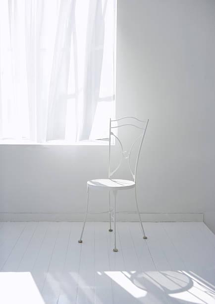 Chair:スマホ壁紙(壁紙.com)
