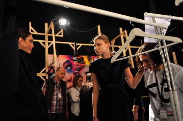Atmospheric Mood「Gulcin Cengel: Backstage - MBFWI Presented By American Express Fall/Winter 2014」:写真・画像(8)[壁紙.com]