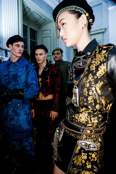 Tristan Fewings「Moschino - Backstage - Milan Men's Fashion Week Fall/Winter 2017/18」:写真・画像(7)[壁紙.com]