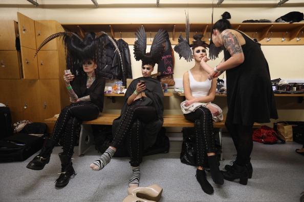 Oli Scarff「Extravagant Hair Styles Take To The Catwalk At The Alternative Hair Show」:写真・画像(16)[壁紙.com]