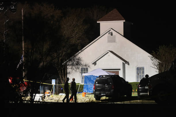 Texas「26 People Killed And 20 Injured After Mass Shooting At Texas Church」:写真・画像(6)[壁紙.com]