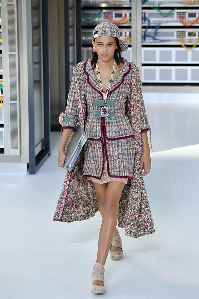 Chanel Jacket「Chanel : Runway - Paris Fashion Week Womenswear Spring/Summer 2017」:写真・画像(17)[壁紙.com]
