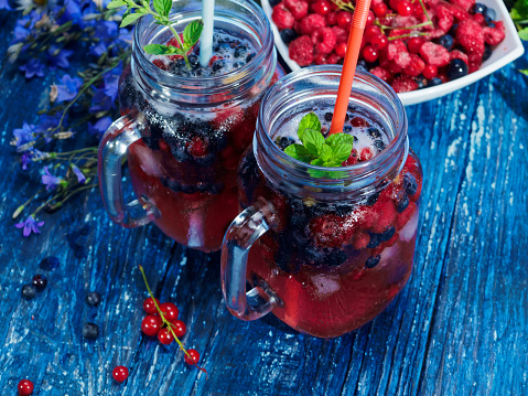 Black currant「Iced drinks made of frozen berries」:スマホ壁紙(16)