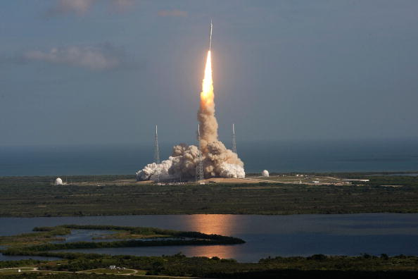 Orbiting「Second Attempt Successful For NASA's Ares I-X Rocket Launch」:写真・画像(15)[壁紙.com]