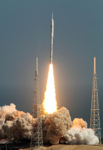 Orbiting「Second Attempt Successful For NASA's Ares I-X Rocket Launch」:写真・画像(13)[壁紙.com]