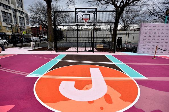 Sports Court「TBS' The Last O.G. Basketball Court Ribbon-Cutting Ceremony」:写真・画像(2)[壁紙.com]
