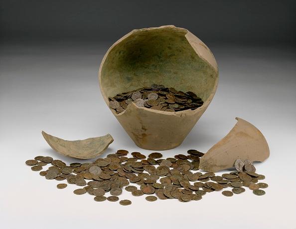 金融と経済「Complete Local Roman Imperial Coin Hoard With Jar (The Chalgrove Ii Hoard)」:写真・画像(4)[壁紙.com]