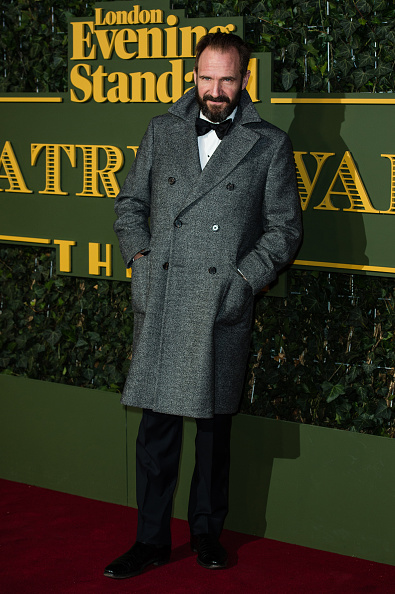 蝶ネクタイ「Evening Standard Theatre Awards - Red Carpet Arrivals」:写真・画像(2)[壁紙.com]