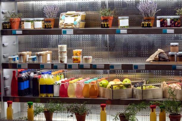 Organic juices on refrigerator shelfs:スマホ壁紙(壁紙.com)