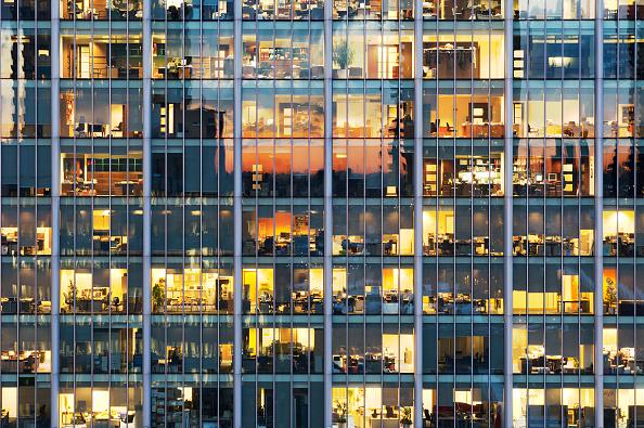 Full Frame「Lights on in office block, Britannia Tower, City of London」:写真・画像(17)[壁紙.com]