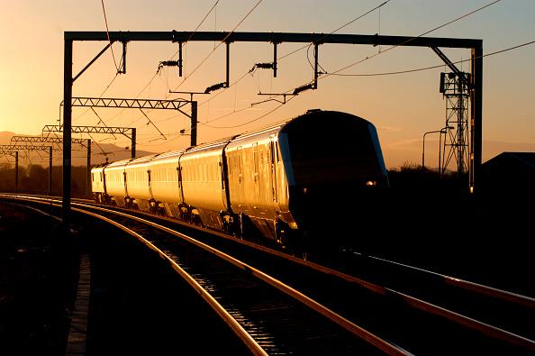 East Lothian「DVT 82112 catches the late afternoon sun as it leads an Edinburgh - North Berwick local service into Prestonpans. November 2004.」:写真・画像(7)[壁紙.com]