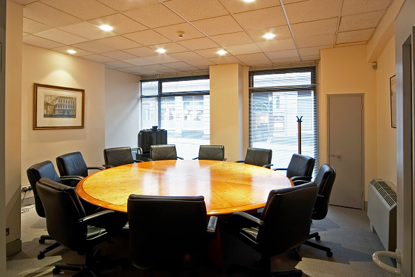 Empty「Office meeting room with round table」:写真・画像(7)[壁紙.com]