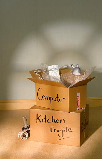 Desk Lamp「Packing moving boxes」:スマホ壁紙(19)