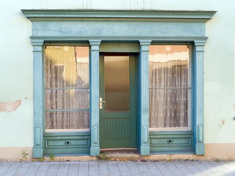 Closed「Door of an old shop」:スマホ壁紙(1)
