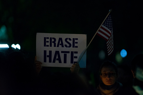 Hate Crime「Vigil Held For Victims Of Pittsburgh Synagogue Shooting At The White House」:写真・画像(8)[壁紙.com]