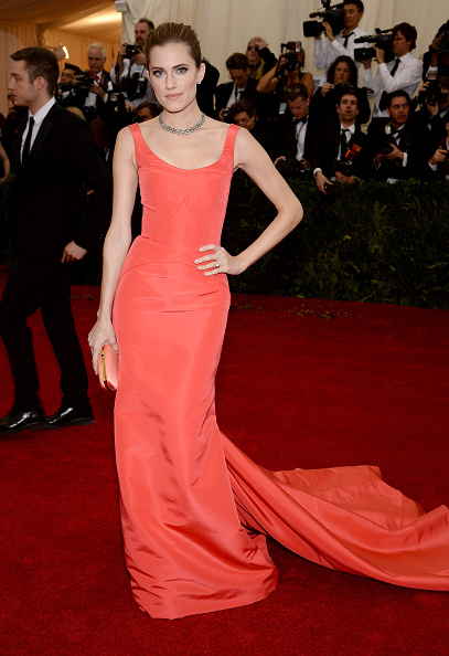 "Scooped Neck「""Charles James: Beyond Fashion"" Costume Institute Gala - Arrivals」:写真・画像(14)[壁紙.com]"