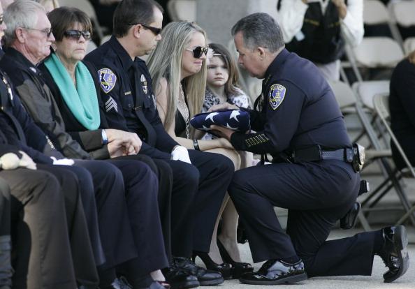 Police Chief「Funeral Held For Riverside Police Officer Killed By Chris Dorner」:写真・画像(17)[壁紙.com]