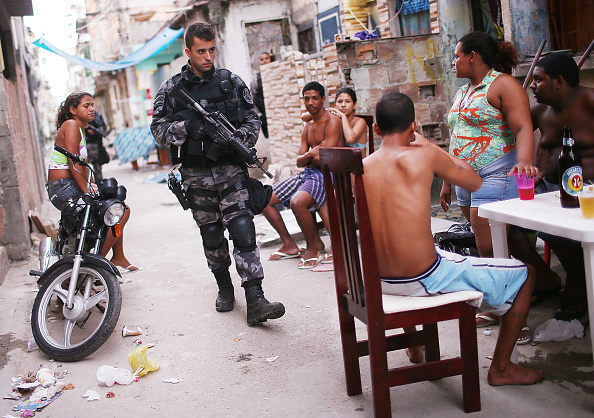 Rio「Federal Forces Occupy Mare Favela Complex」:写真・画像(6)[壁紙.com]
