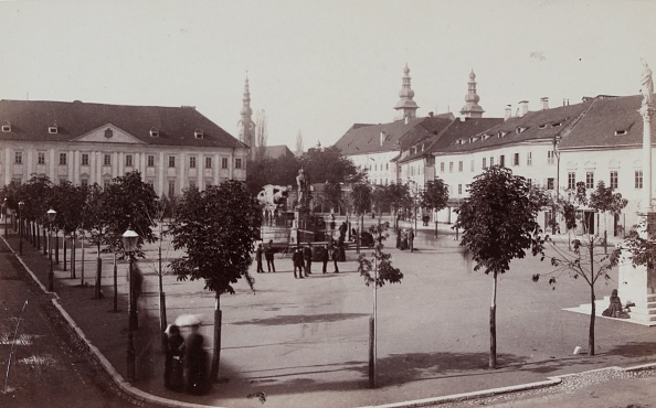 Architectural Feature「Klagenfurt: The New Place With The Dragon Fountain. 1886. Photograph By Alois Beer. Photograph.」:写真・画像(14)[壁紙.com]