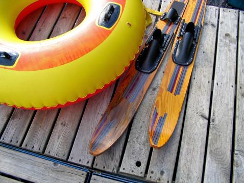 Water-skiing「Innertube and Waterskis」:スマホ壁紙(0)