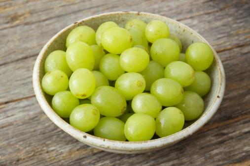 Grape「Small bowl of organic green grapes on rustic wood」:スマホ壁紙(10)