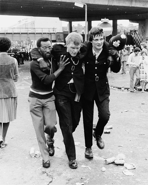A Helping Hand「The Notting Hill Carnival Riots, 1976」:写真・画像(13)[壁紙.com]