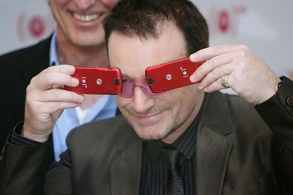 New「Bono Launches Product Red: Motorola Phone」:写真・画像(14)[壁紙.com]
