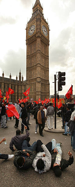 Tamil Demonstrators Besiege Parliament:ニュース(壁紙.com)