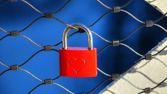 Love fortune「Love lock at fence」:スマホ壁紙(5)