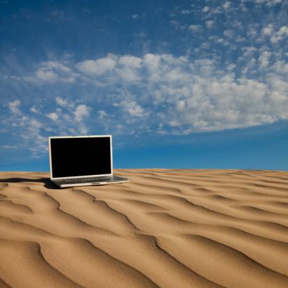 Desert「Laptop computer on desert sand」:スマホ壁紙(4)