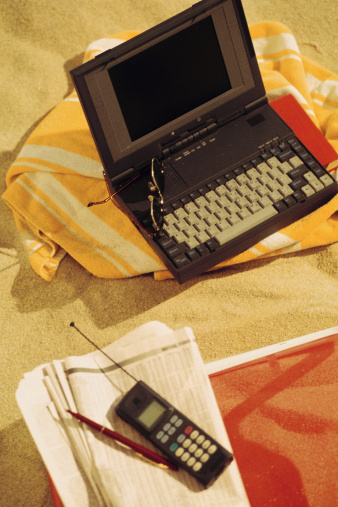 1990-1999「Laptop computer with cell phone and newspaper at the beach」:スマホ壁紙(9)